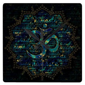 Relógio Quadrado Arte da palavra de Namaste em Lotus com símbolo de