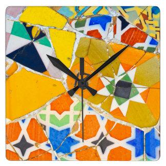 Relógio Quadrado Azulejos de Parc Guell na espanha de Barcelona