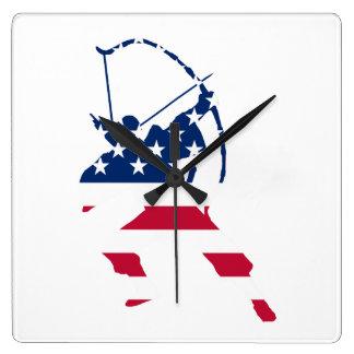 Relógio Quadrado Bandeira americana do arqueiro do tiro ao arco dos