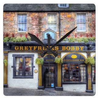 Relógio Quadrado Bar Edimburgo de Greyfriars Bobby