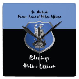 Relógio Quadrado Bênçãos de St Michael ao agente da polícia novo