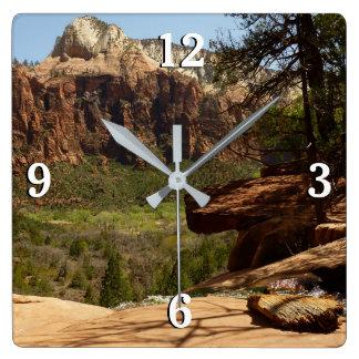 Relógio Quadrado Cachoeira em piscinas esmeraldas no parque