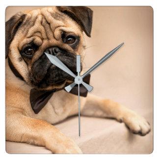 Relógio Quadrado Cão do Pug com laço