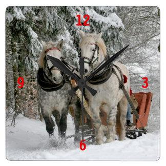 Relógio Quadrado Cavalos de esboço que puxam o trenó