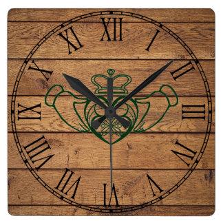Relógio Quadrado Céltico rústico Claddagh