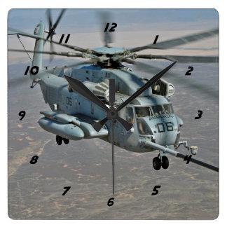 Relógio Quadrado CH-53E no pulso de disparo da missão do