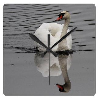 Relógio Quadrado Cisne muda e reflexão