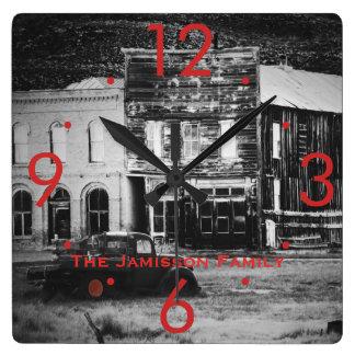 Relógio Quadrado Construções velhas com o pulso de disparo