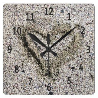 Relógio Quadrado Coração romântico na foto da areia