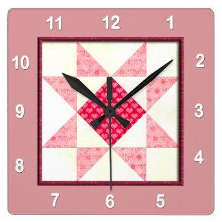 Relógio Quadrado Corações do bloco da edredão do amor no rosa