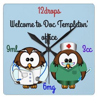 Relógio Quadrado coruja da enfermeira & coruja do doc