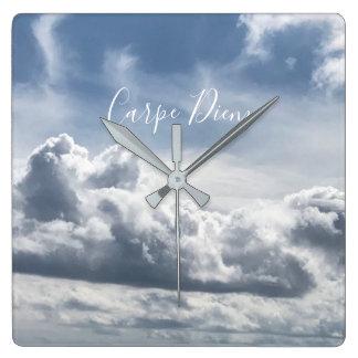 Relógio Quadrado Cronometre Carpe Diem, foto bonita das nuvens