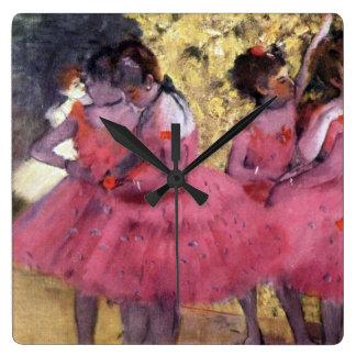 Relógio Quadrado Desgaseifique dançarinos no rosa entre cenas