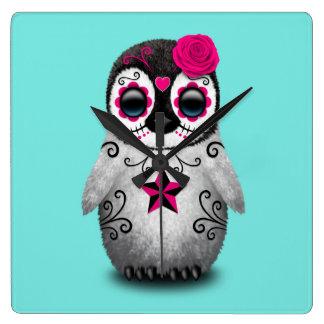 Relógio Quadrado Dia cor-de-rosa do pinguim inoperante do bebê