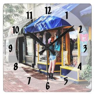 Relógio Quadrado DM de Annapolis - Abertura para o negócio