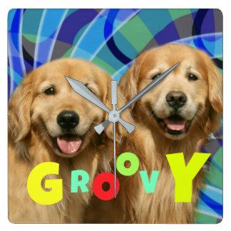 Relógio Quadrado Dois Groovy psicadélicos dos cães retros do golden
