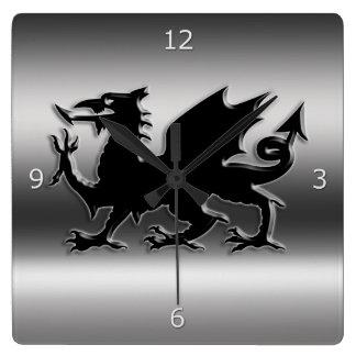Relógio Quadrado Dragão estilizado preto de Galês no metálico-olhar