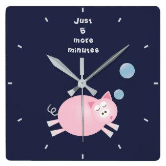 Relógio Quadrado Engraçado porco sonolento grande de um sonho de