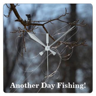 Relógio Quadrado Engraçado uma outra linha Tangled pesca do dia em