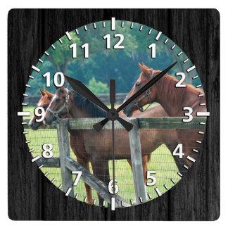 Relógio Quadrado Esperando o passeio seguinte