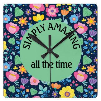 Relógio Quadrado Floral colorido bonito nos azuis marinhos que