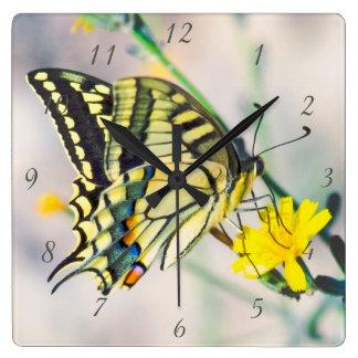 Relógio Quadrado Flores amarelas e borboleta bonita