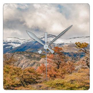 Relógio Quadrado Floresta e montanhas nevado, Patagonia, Argentina