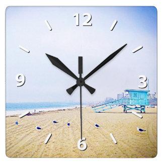 Relógio Quadrado Foto dourada azul pálido do Sandy Beach do céu e