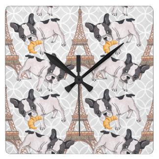 Relógio Quadrado Francês Buldog com a torre Eiffel do Croissant |