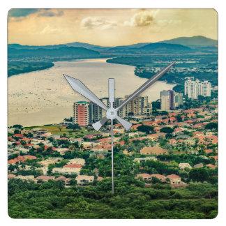 Relógio Quadrado Ideia aérea do subúrbio de Guayaquil do plano