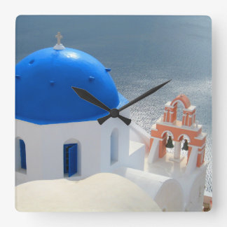 Relógio Quadrado Igreja de Santorini na tarde Sun