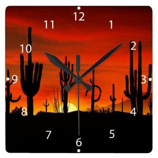 Relógio Quadrado Ilustração da árvore do cacto quando o por do sol