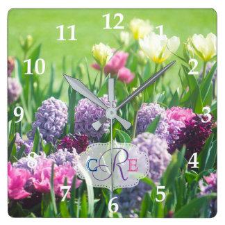 Relógio Quadrado Jacinto bonito das tulipas do jardim do primavera