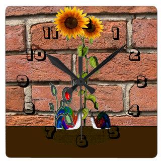Relógio Quadrado Jardim pela parede de tijolo