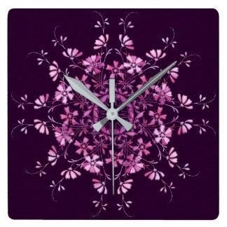 Relógio Quadrado Mandala. roxo floral