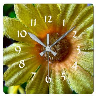 Relógio Quadrado Margarida amarela flor falsificada desgastada do