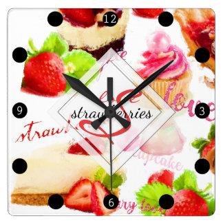 Relógio Quadrado Monograma do amor dos doces da morango da aguarela