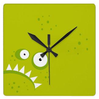 Relógio Quadrado Monstro verde assustador engraçado irritado