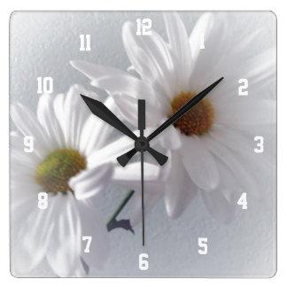 Relógio Quadrado Na maior parte branco