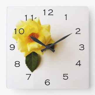 Relógio Quadrado O rosa amarelo no preto branco numera o pulso de