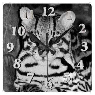 Relógio Quadrado Ocelot no Repose