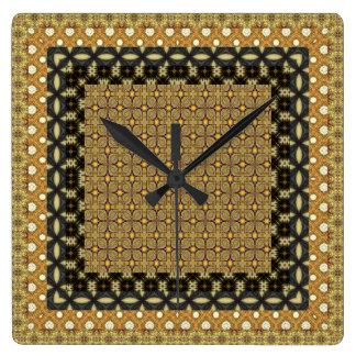 Relógio Quadrado Ouro impressionante e motivos telhados pretos