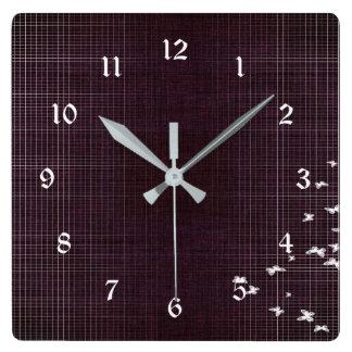 Relógio Quadrado Pássaros roxos e brancos escuros