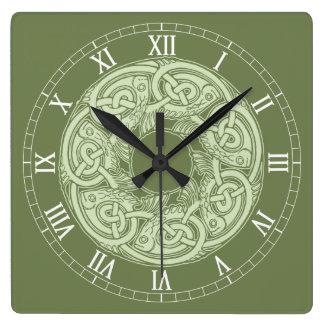 Relógio Quadrado Peixes de Knotwork do céltico no verde