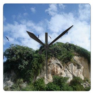 Relógio Quadrado Penhascos do oceano e pássaros de mar