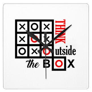 Relógio Quadrado pense fora do dedo do pé tic do tac da caixa do
