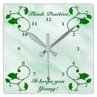 Relógio Quadrado Pense o positivo que o mantem as folhas verdes