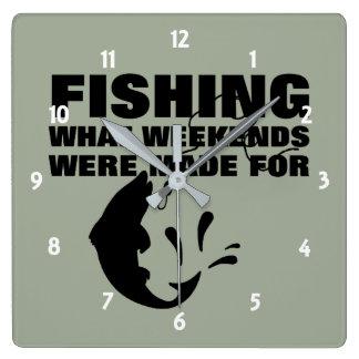 Relógio Quadrado Pescadores que pescam o slogan engraçado temático