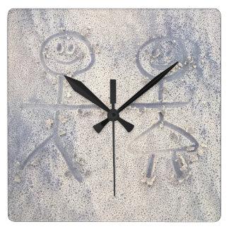 Relógio Quadrado Pessoas felizes da vara no desenho da praia na