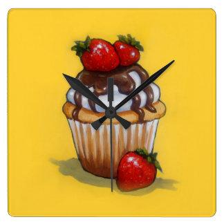 Relógio Quadrado Pintura do cupcake, chocolate, morangos, arte